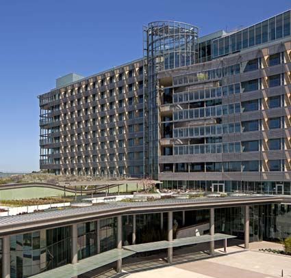 Palomar Pomarado Health Medical Center West by CO Architects pho