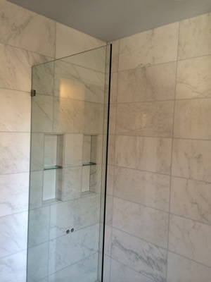 Masonry & Glass Systems Inc. of St. Louis installed this glass block doorless shower.